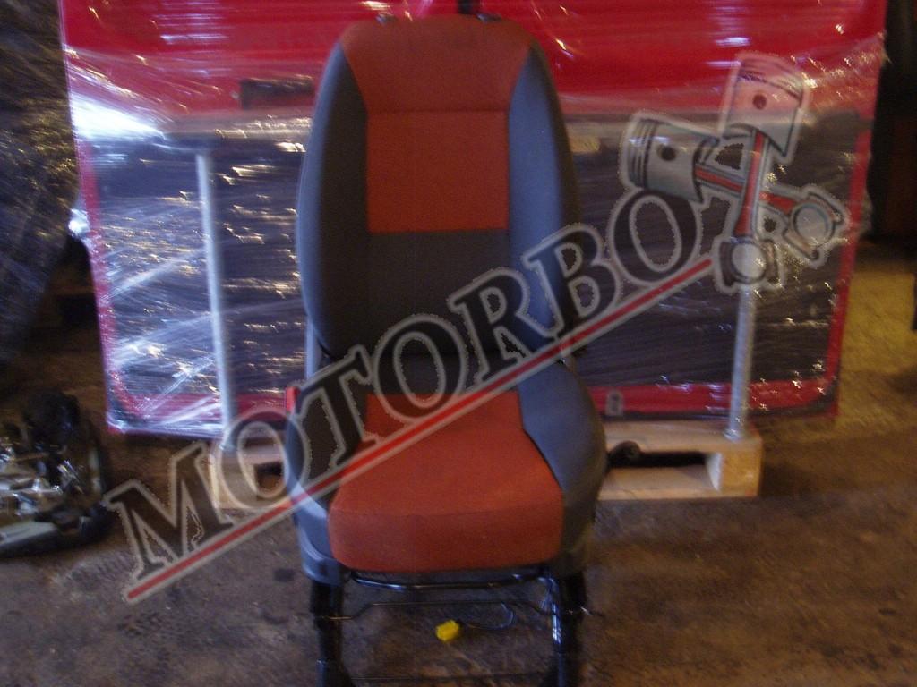 Fiat Ducato vezetőülés piros-fekete kárpit
